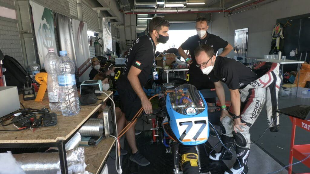 Kenji RacingTeam motorépítő verseny box utca