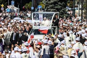 Ferenc pápa Budapesten a NEK-en